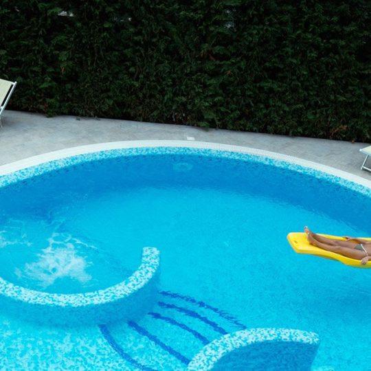 piscina alba adriatica