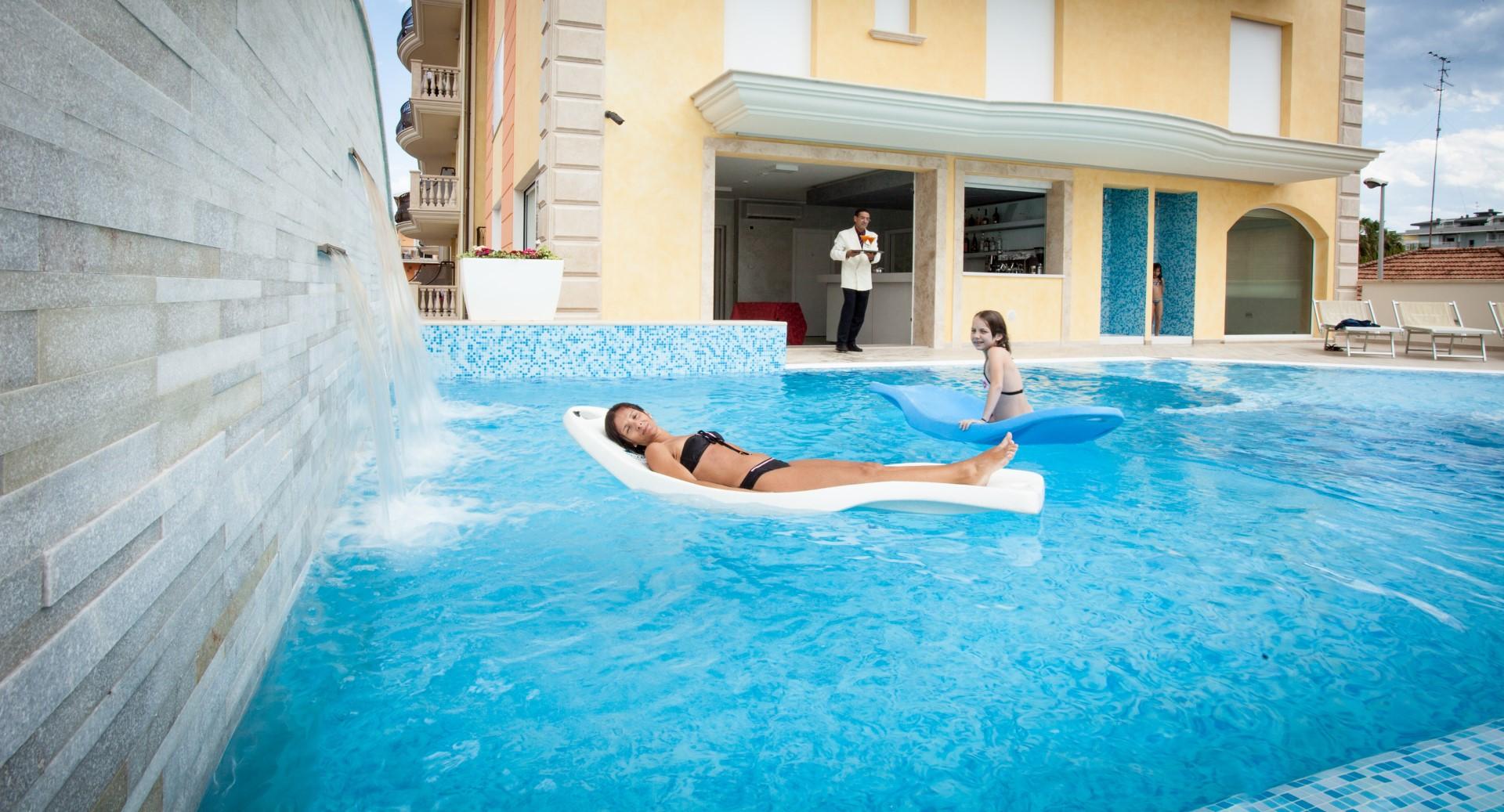 hotel piscina alba adriatica