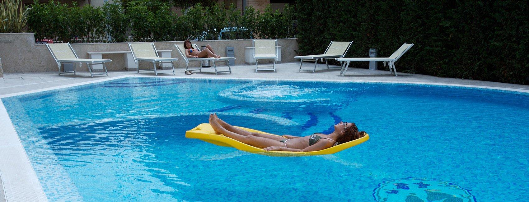 piscina hotel borcay alba adriatica